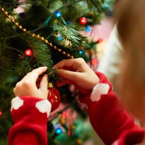 tree_decorating